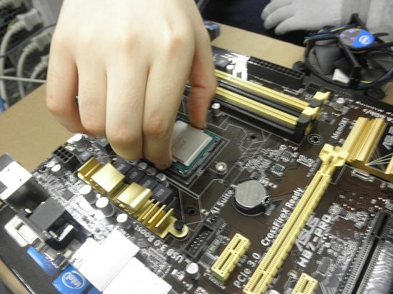 H87-PRO CPU取り付け