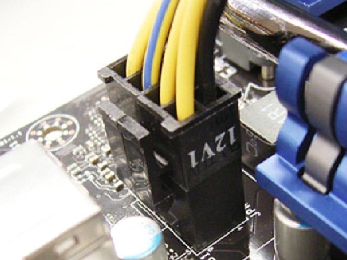CPU補助電源 4ピン