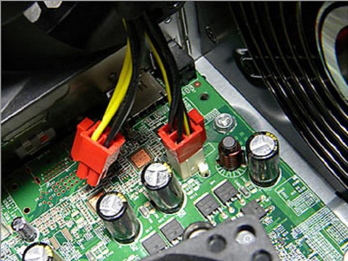 CPU補助電源 ピン違い