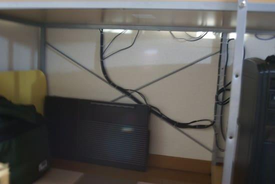 PCデスク コード配線