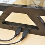 収納に便利なデスクボードはいかが?USBハブ3口搭載の豪華な強化ガラス製液晶スタンドが発売!
