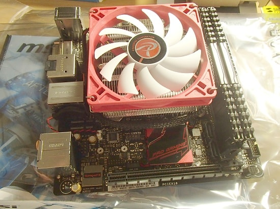 赤い CPUクーラー